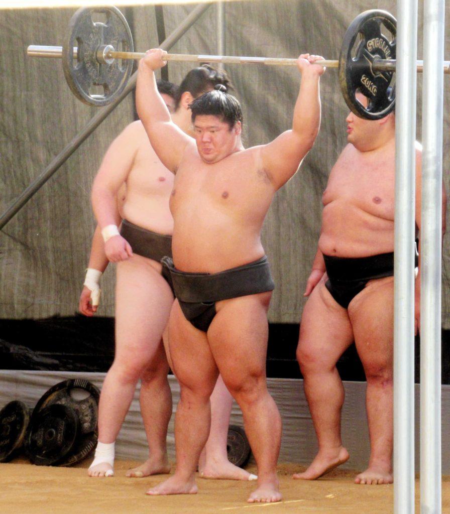 宇良関の2019九州場所で完全復活か!膝のけがは大丈夫?