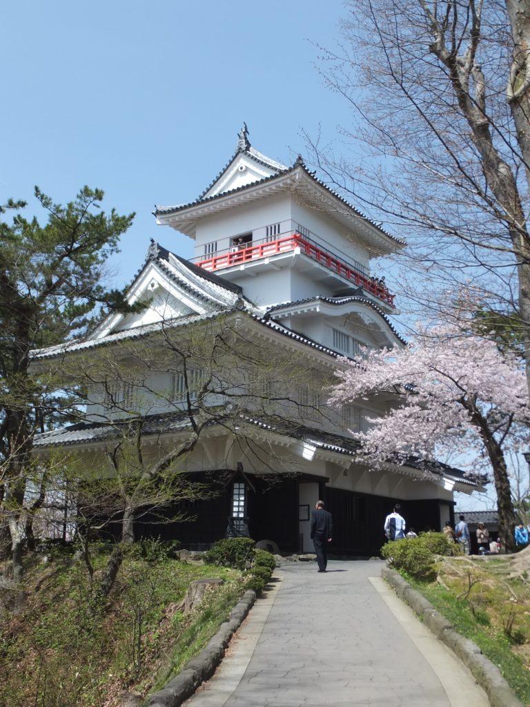 秋田県の千秋公園に無料駐車場はある?探した結果とキッチンカーが魅力的!