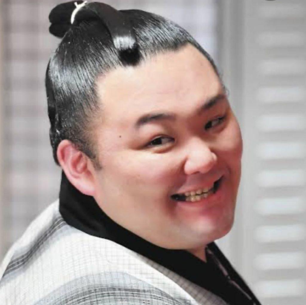 朝乃山の結婚相手や彼女は?wikiプロフィールとツイッター情報!